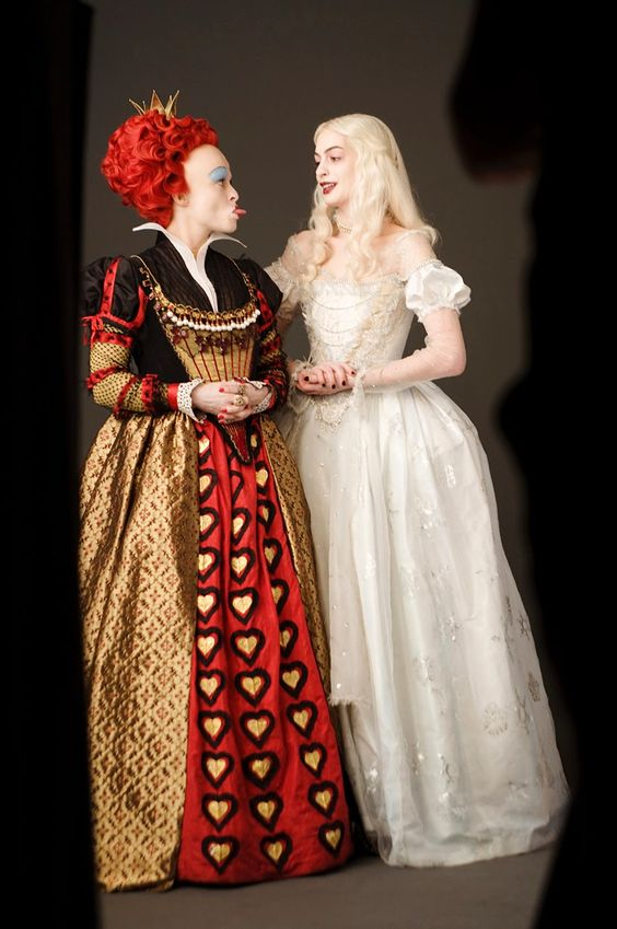 alice in wonderland image of white and red queen